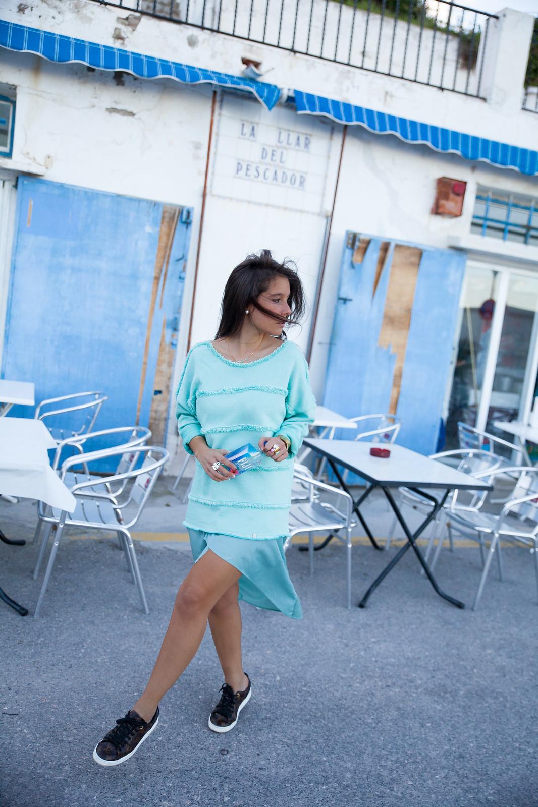 look casual y elegante para esta primavera turquesa pastel prenda de rüga laura santolaria theguestgirl ambassador influencer spain