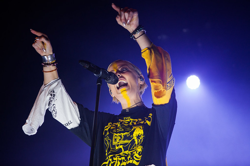 TONIGHT ALIVE-19