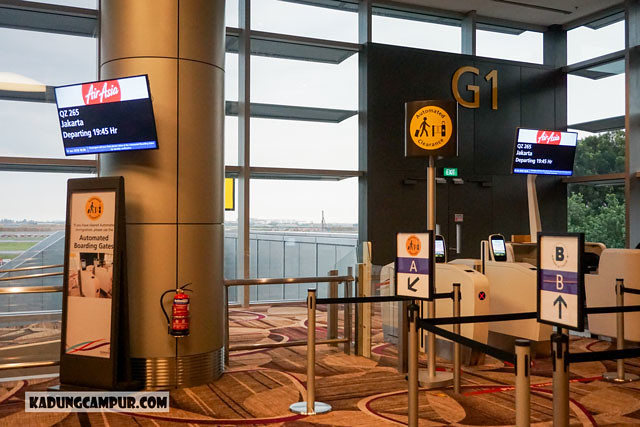 changi airport t4 automated boarding gates - kadungcampur