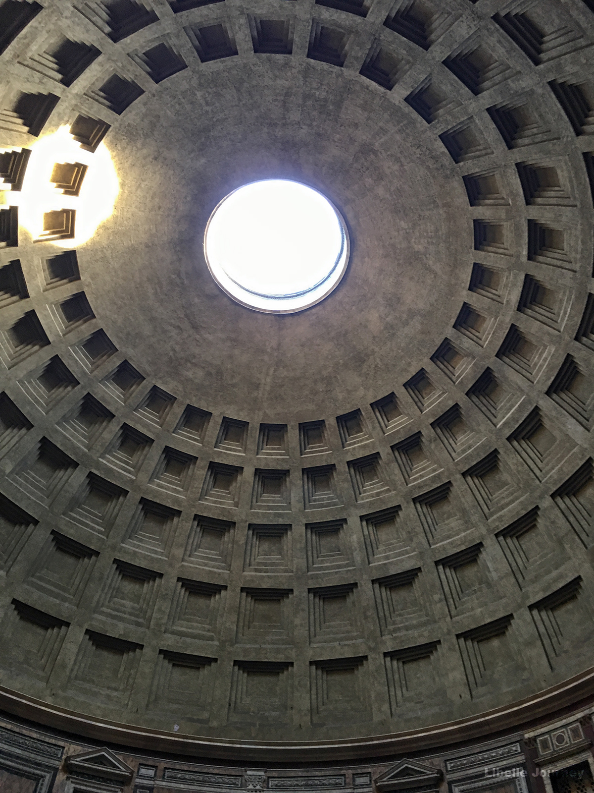 Oculus in the Pantheon's ceiling