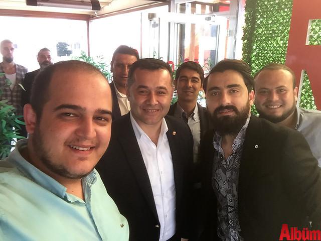 Alanya Belediye Başkanı Adem Murat Yücel, Ahmet Guzyaka ve arkadaşlarıyla birlikte öz çekim yaptı.