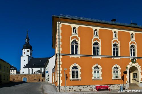 Rathaus und Kirche in Tanna