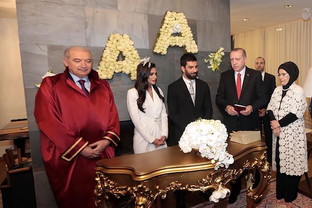 Arda Turan ve Aslıhan Doğan'a nikahlarında Cumhurbaşkanı Recep Tayyip Erdoğan şahitlik etti