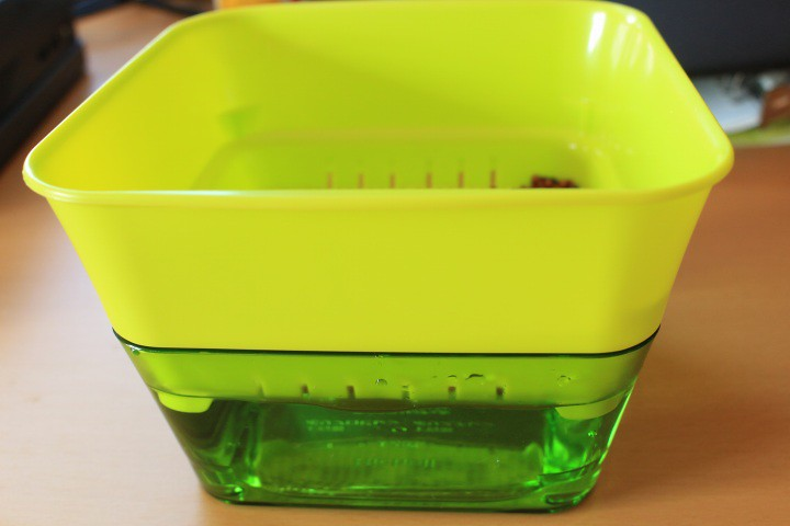 リッチェルのスプラウトファームに水を入れる