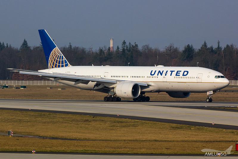 United Airlines - B772 - N77012 (2)