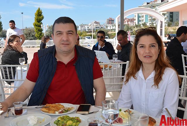Murat Dondurma'nın sahibi Murat Yıldız ve eşi Şaziye Çayır Yıldız