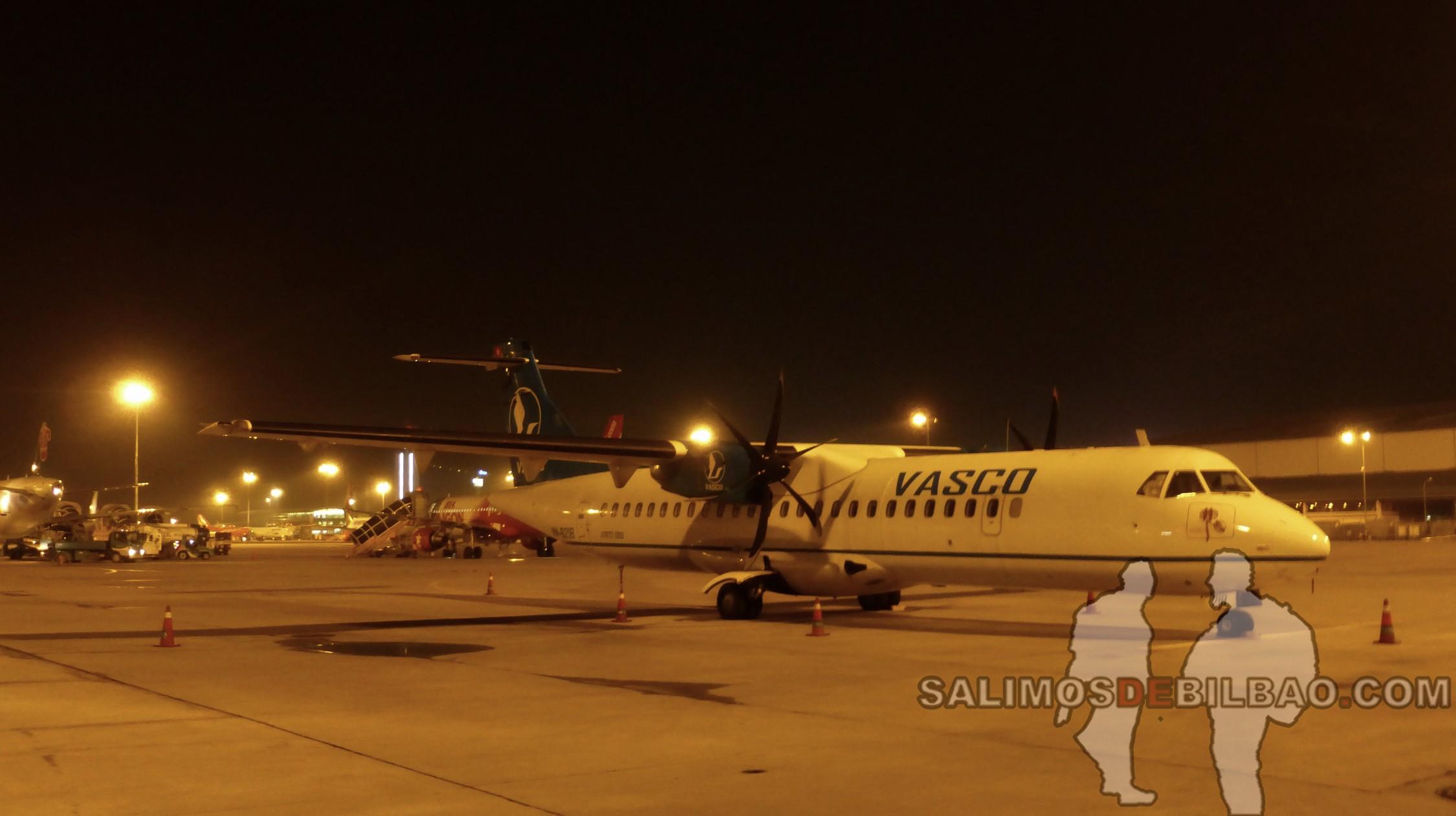 0050. Avión cía Vasco, Aeropuerto de Hanoi