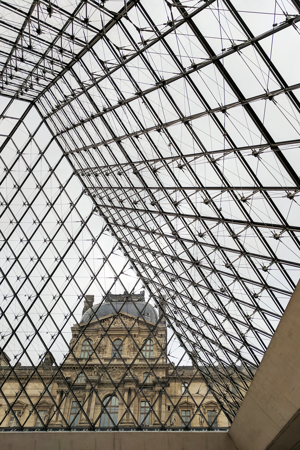 10paris-louvre-pyramid-travel-architecture