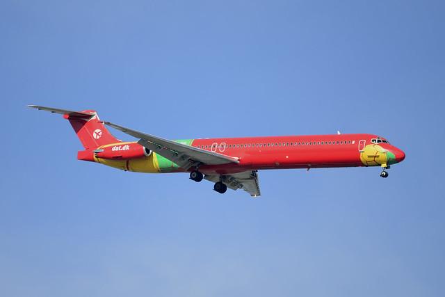 OY-RUE MD-83