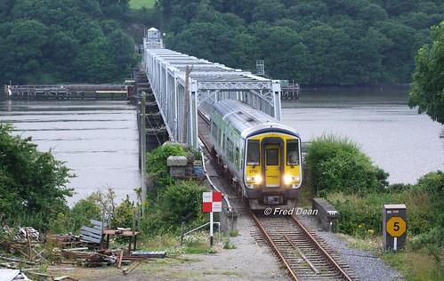 Irish Rail 2710/9 at the Barrow Bridge.
