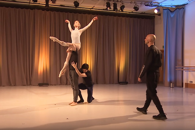 Wayne McGregor rehearses Yugen with The Royal Ballet © 2018, ROH