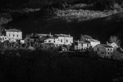 lespinassière france languedoc canon7dii mountain houses village morning dawn light blackandwhite monochrome landscape