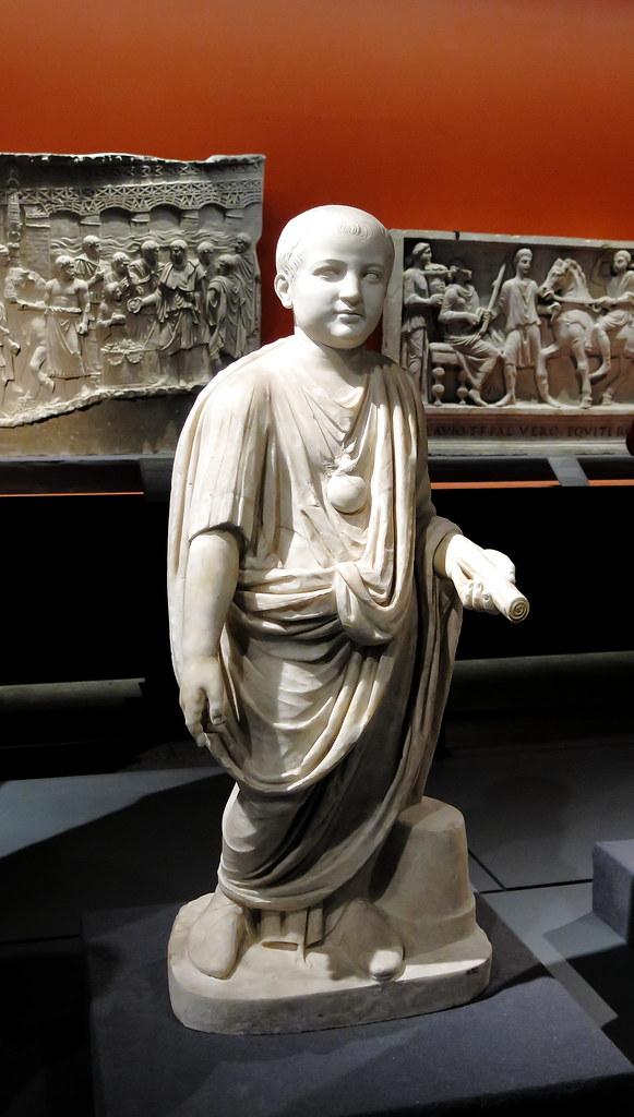 Joven con toga (El Mito de Roma)