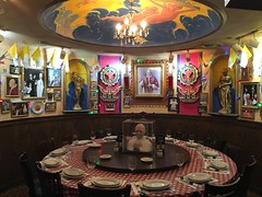 Pope Francis under glass, papal table at Buca di Beppo restaurant, Washington, D.C.