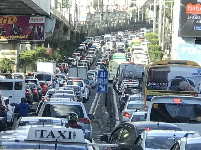 EDSA heavy traffic at 3 pm