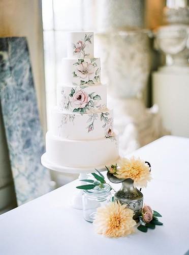 Wedding Cakes : Wedding cake idea; Featured Photographer: Lucy Davenport Photography