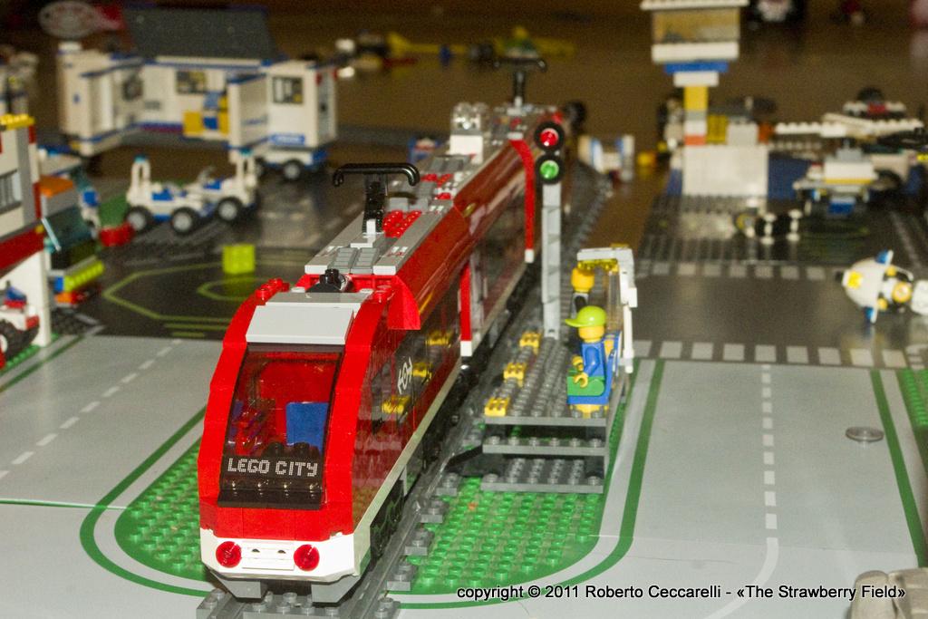 Plastico ferroviario con i mattoncini Lego