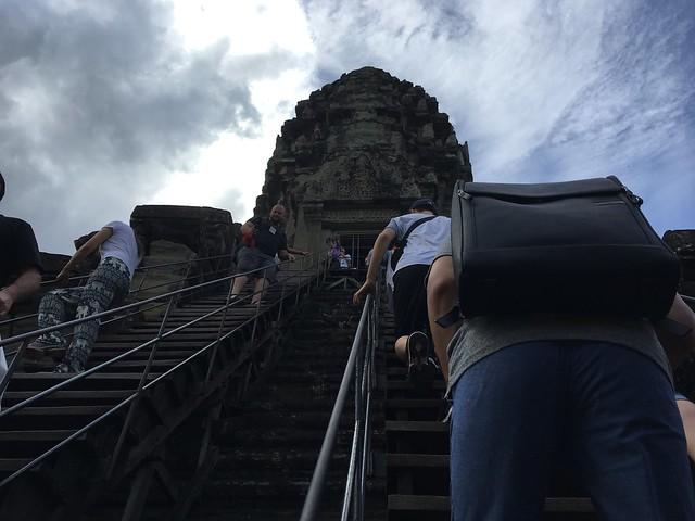 第三回廊へ続く急な階段