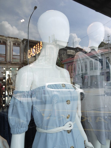 P1030978 mannequins
