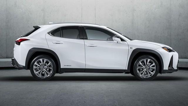 Lexus UX premiera 1