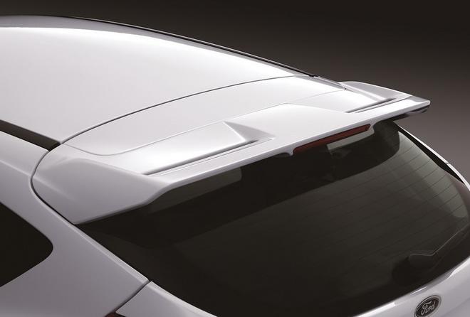 【圖五】New Ford Focus型動勁速版全車加裝空力套件 車尾型動擾流尾翼的設計 呈現車主運動酷感品味 限量優惠價69.9萬元起