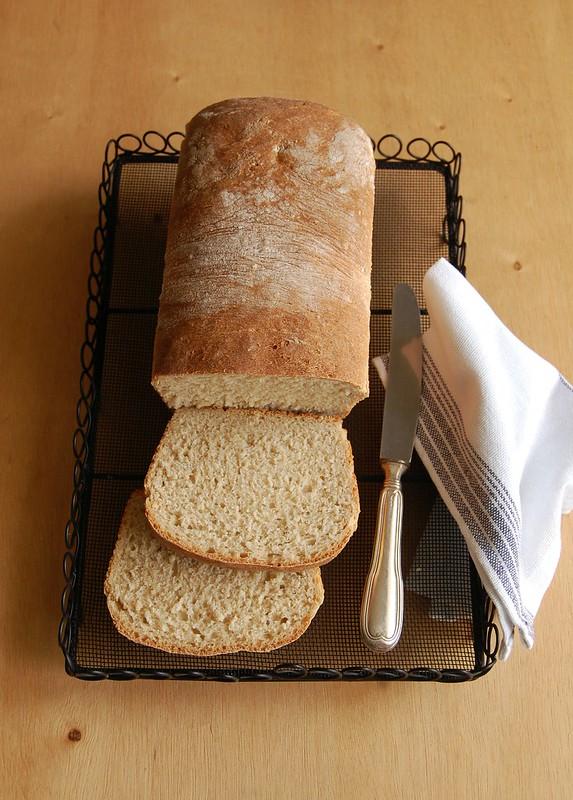 Simple breakfast bread / Pão de forma do meu jeito