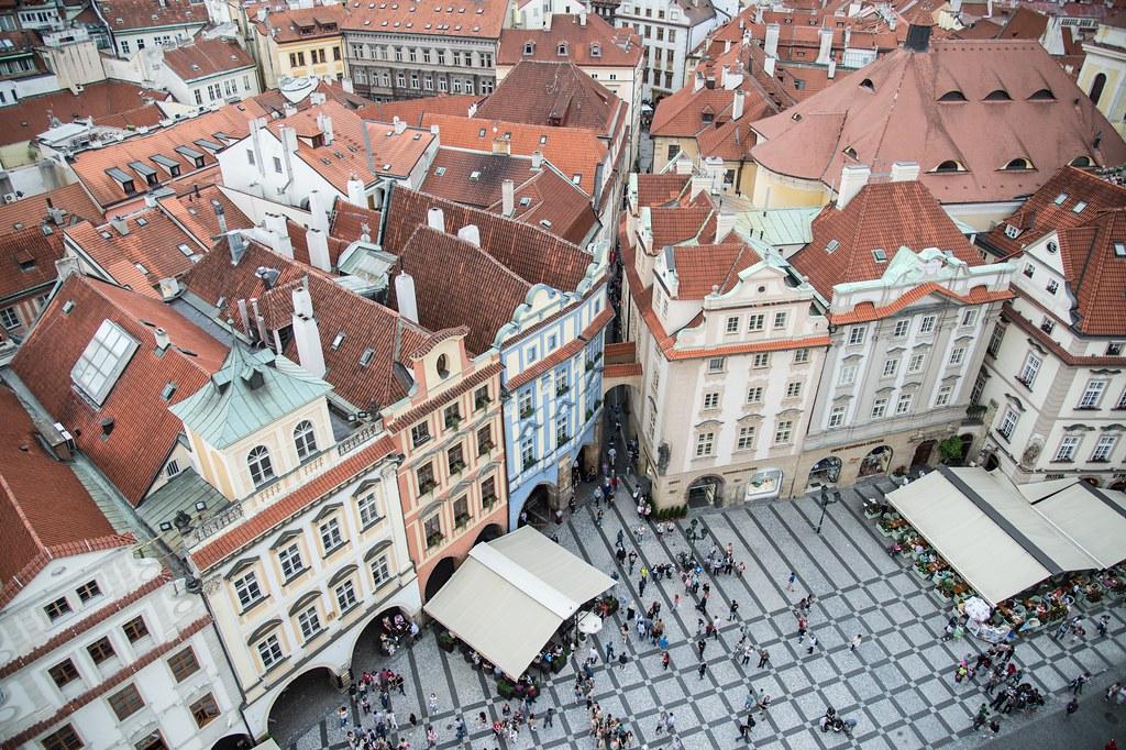 Vue sur les toits de la Vieille Ville de Prague.