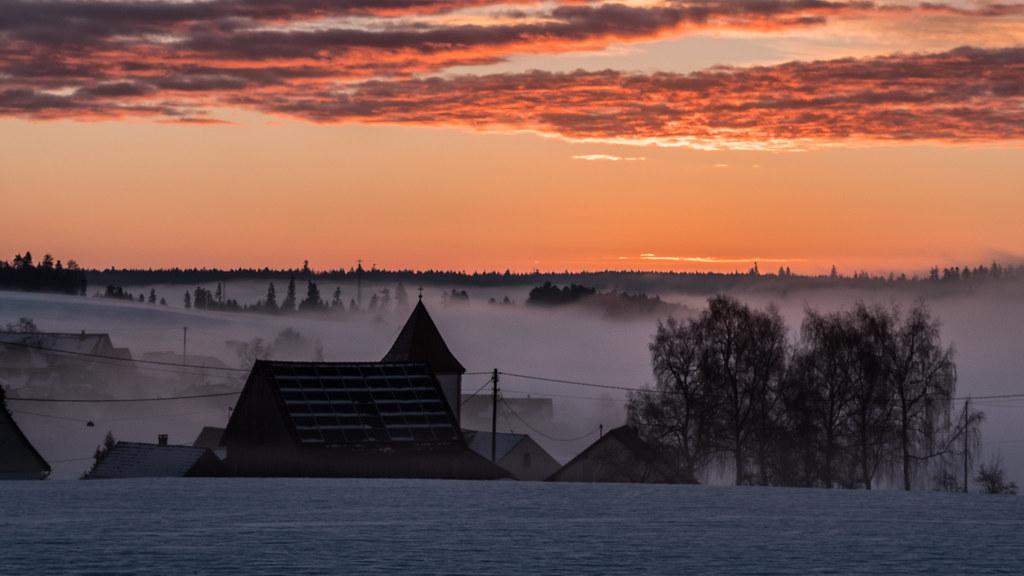 Quand le jour se lève, se lève la brume... + recadrage 26804946408_0caf24695d_b