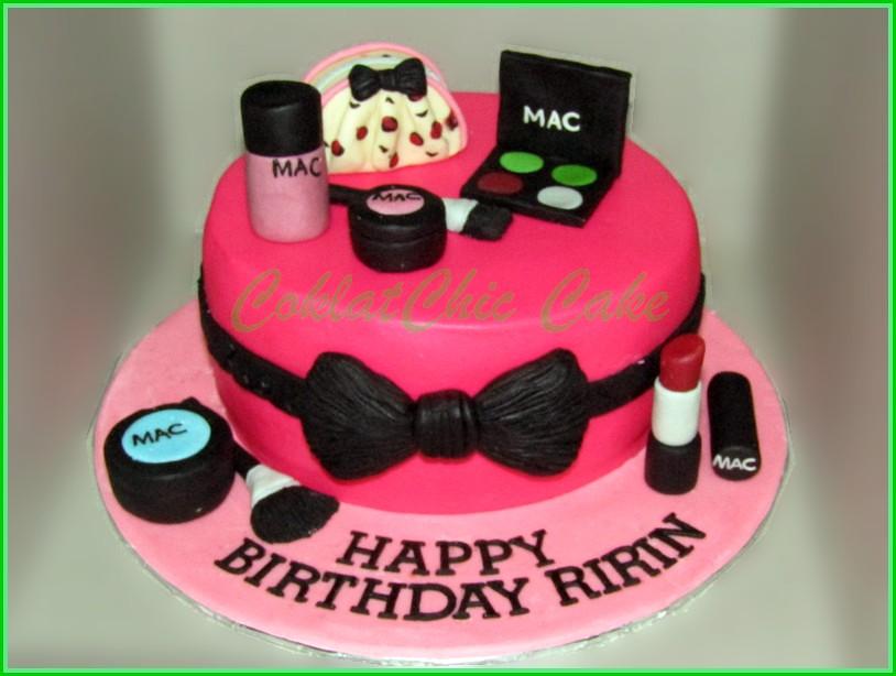 IMG_1319 Cake Make Up Cosmetic RIRIN 15 cm