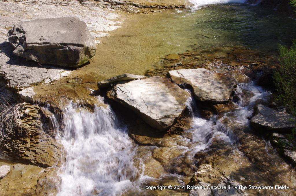 Ai piedi della cascata del Presalino
