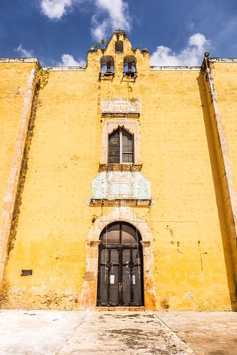 Las puertas amarillas