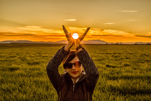sun holding country sunrise sunset art people landscape view fun female model washington california oregon pnw pacific pacificnorthwest skagit bow