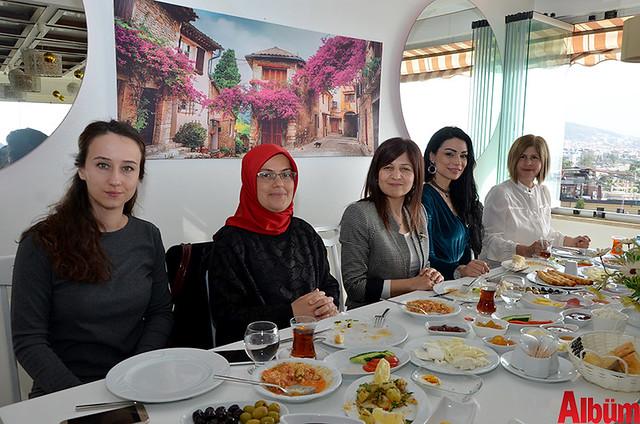 Emel Yüzbaşıoğlu, Rabia Eşit, Gaye Coşkun, Seda Kara, Refika Akgün