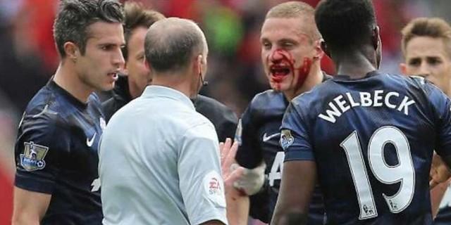 http://cafegoal.com/berita-bola-akurat/inilah-pemain-paling-jahat-dalam-laga-manchester-united-lawan-liverpool/