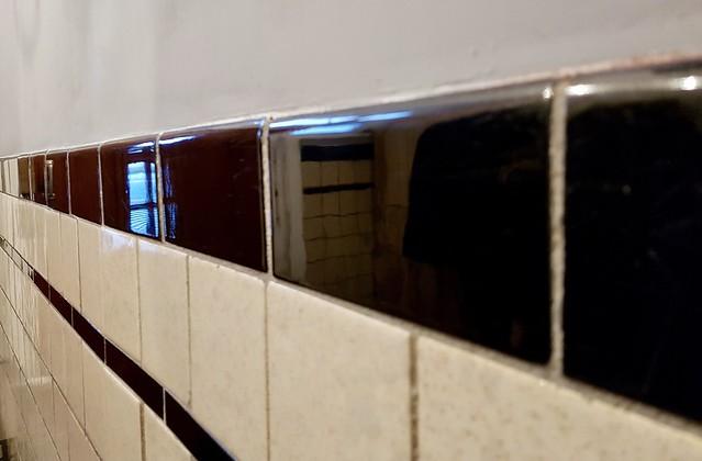 Zwartwitte muurtegels hal jaren '30 woning