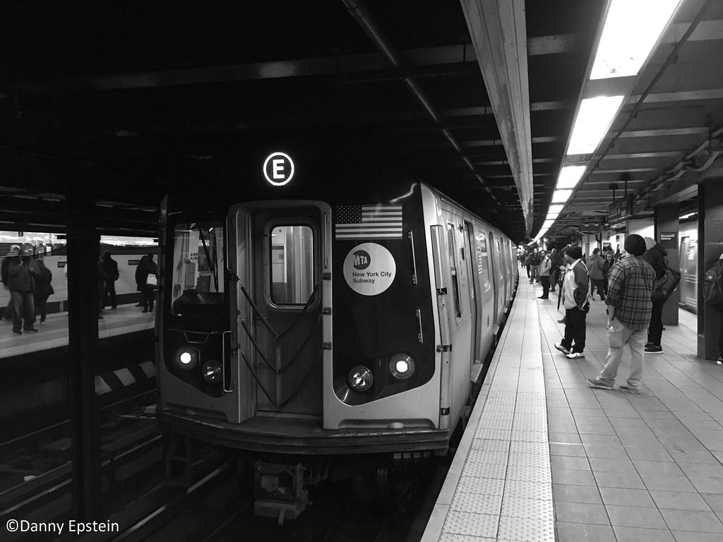 R-160 (E) train at Roosevelt Av
