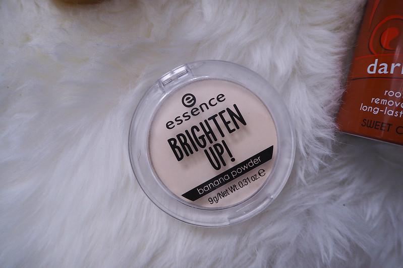uutta kosmetiikkaa essence brighten up banana powder