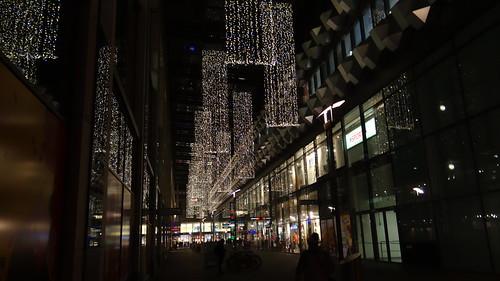 Der Striezelmarkt Dresden einer der ältesten Weihnachtsmärkte der Welt, wenn nicht der Älteste, hilft beim Stollen Backen 0545