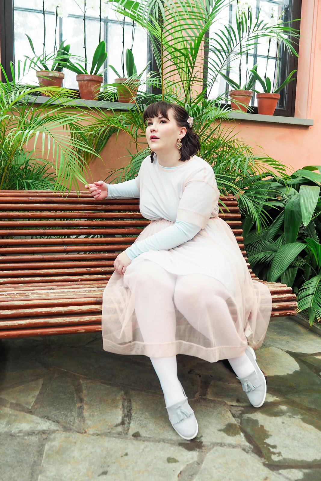 Kevät-kesä 2018 trendit, läpinäkyvä mekko-7