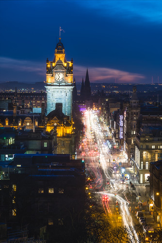 edinburgh edinburghcastle clocktower balmoralhotel nightexposure nightsky nightphotography nikon d750