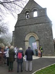 22 arrivée devant l'église