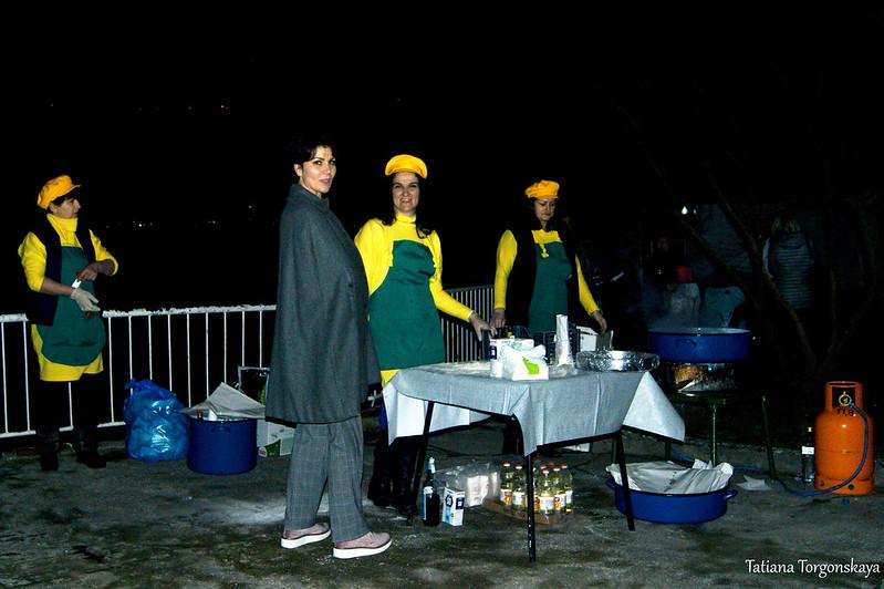 """Приготовление рыбы на фестивале """"Открытая улица"""" в Игало"""