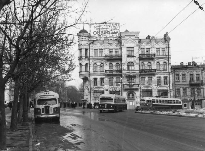 Площадь Льва Толстого и улица Пушкинская, 1954-й год