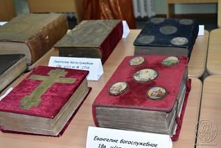 Выставка книг 810