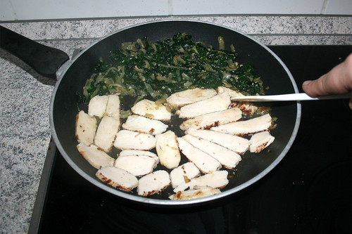 20 - Hähnchenbrust in Pfanne erhitzen / Heat up chicken breast in pan