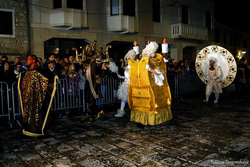 Члены карнавальной группы из Тивата