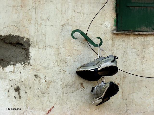 La utilidad de una vieja pared. An old wall very useful.