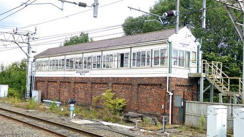 Stockport No. 2 Signal Box on Dennis Basford's railsroadsrunways.blogspot.co.uk'