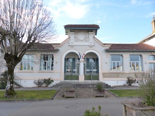 Josse, Landes: école élémentaire et, autrefois, mairie au centre, œuvre de MM. Lalanne et Albert Pomade tel que présenté dans leur 1er avant-projet en 1909.