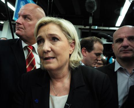 17b01 Marine Le Pen P Maillot_0110 variante 1 Uti 465